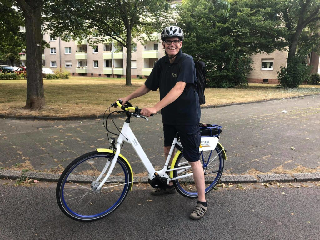 Krefelder Pflegedienst mit E-Bike unterwegs
